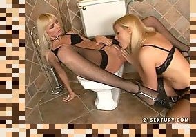 lesbian pissing in stockings